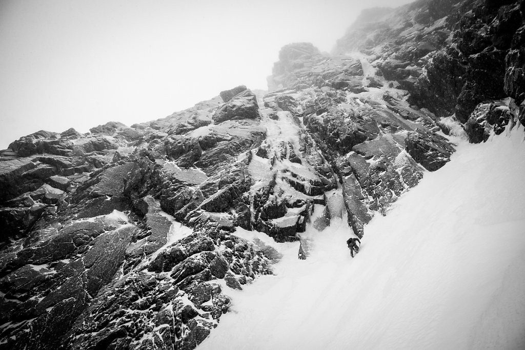 Start to the Minus 2 gully in Ben Nevis. Au pied du Minus 2 gully, au Ben Nevis.